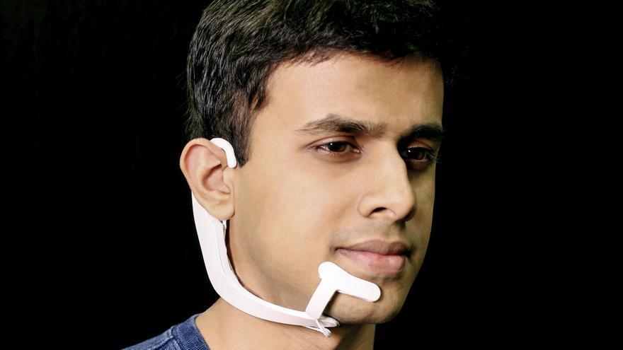 Arnav Kapur, creador de los auriculares AlterEgo, capaces de leer frases de nuestra mente