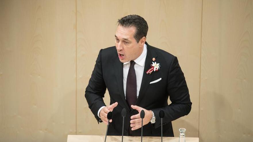 El Parlamento austríaco se constituye en medio de protestas contra la ultraderecha