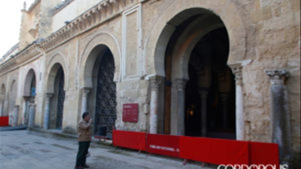 Puerta de la Mezquita sin la celosía de Rafael de la Hoz