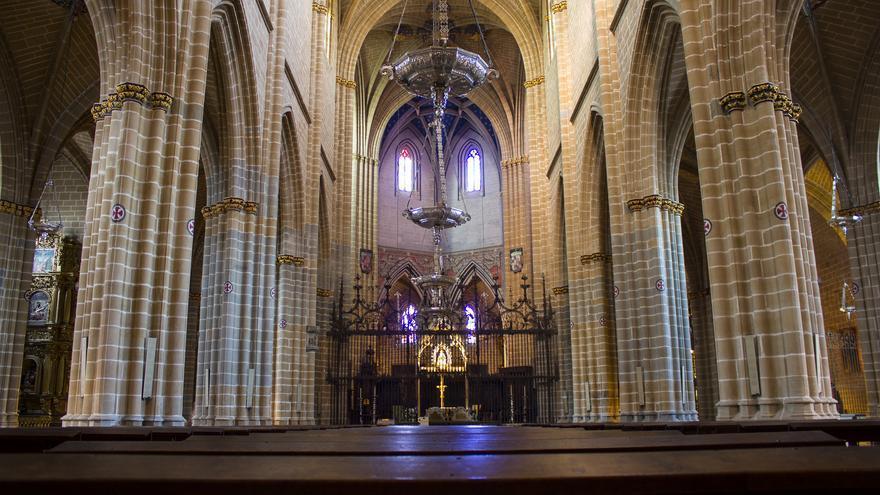 Naves góticas de la Catedral de Pamplona, uno de los grandes monumentos de la ciudad. Viajar Ahora