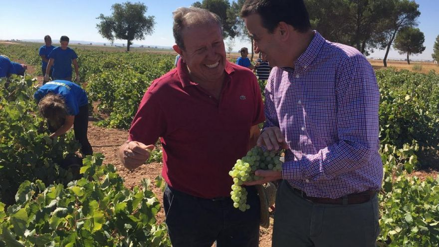 Martínez Arroyo en un viñedo de Castilla-La Mancha