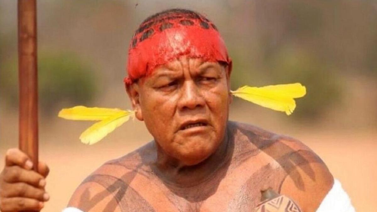 Cacique Aritana Yawalapiti, reconocido líder indígena de la Amazonia, muerto el año pasado. Una de la víctimas fatales de COVID-19 en Brasil