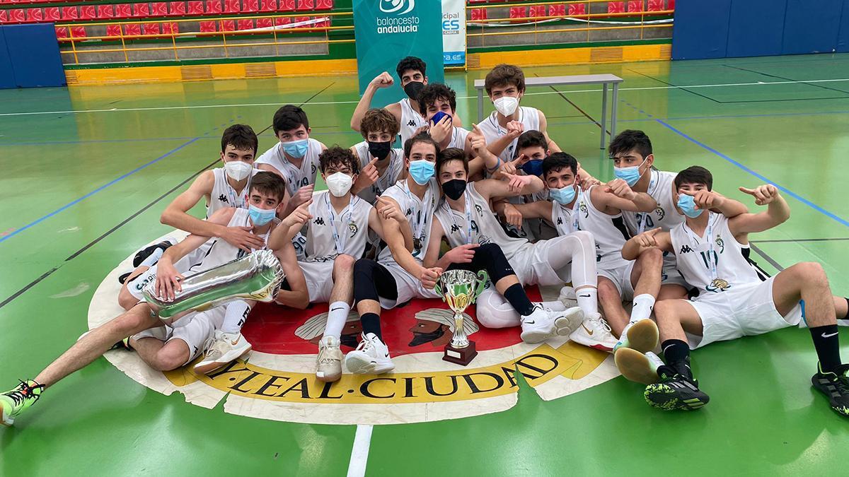 Jugadores del Cordobasket celebrando el título cadete