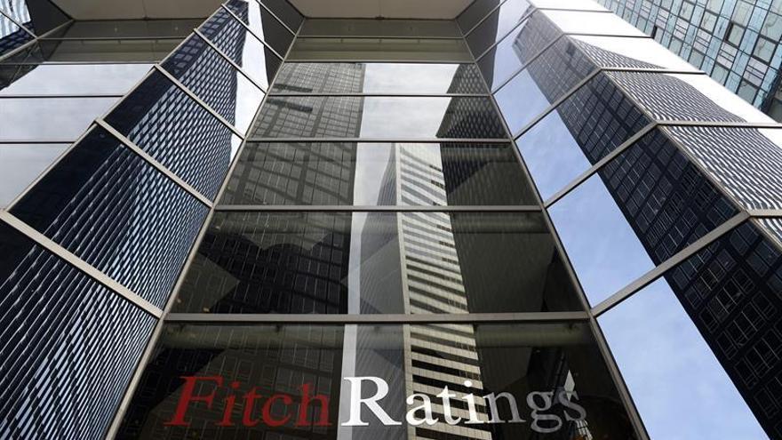 Fitch mantiene sin cambios en BBB+ la calificación de España