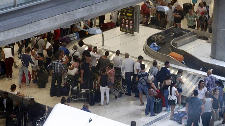 Los jóvenes de Madrid emigraron el triple que los extremeños con la crisis