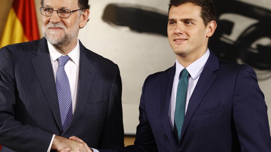 Rivera confirma telefónicamente con Rajoy el pacto por el que Ciudadanos votará sí a la investidura