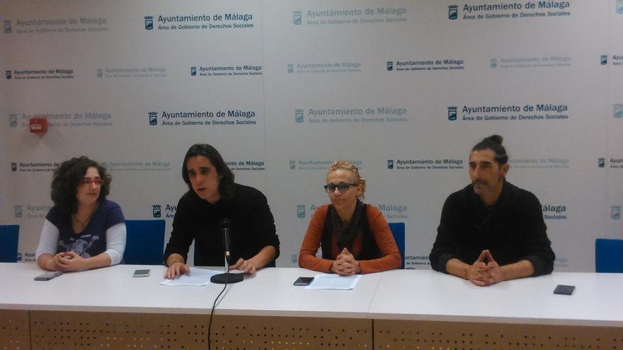 Vargas, con compañeros del Consejo Ciudadano, durante el anuncio de su dimisión
