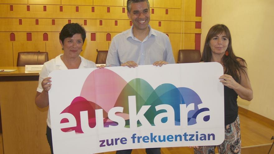 Vitoria oferta 86 cursos de euskera para padres, mayores de 55 años, extranjeros, comerciantes y hosteleros