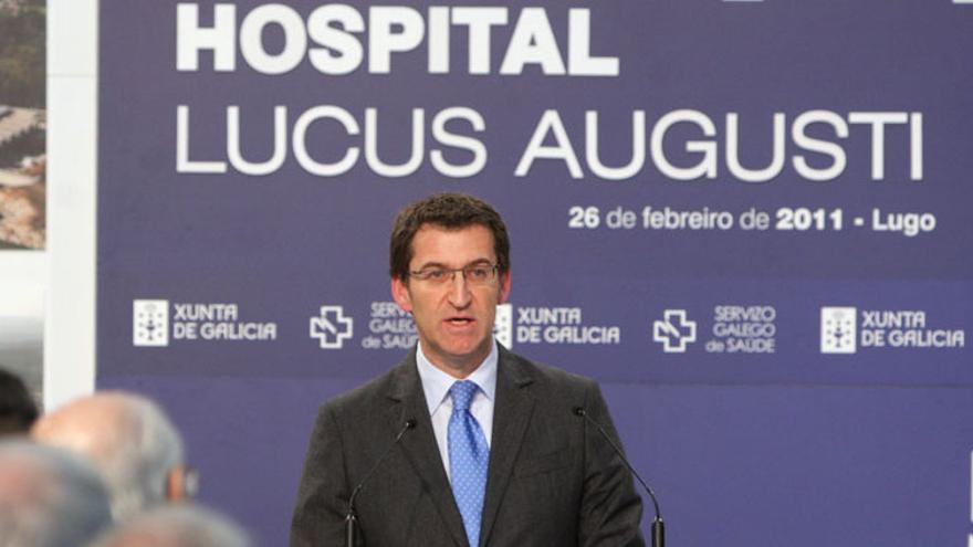 Feijóo, en la inauguración del hospital el 26 de febrero de 2011, en la que prometió los servicios pendientes