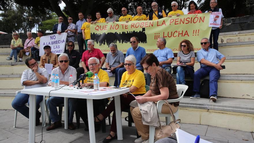 Rueda de prensa de la Plataforma por la Defensa de las Pensiones Públicas en Las Palmas de Gran Canaria.