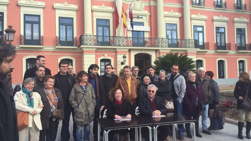Convocatoria de la Asamblea ciudadana frente al ayuntamiento de Murcia / MJA