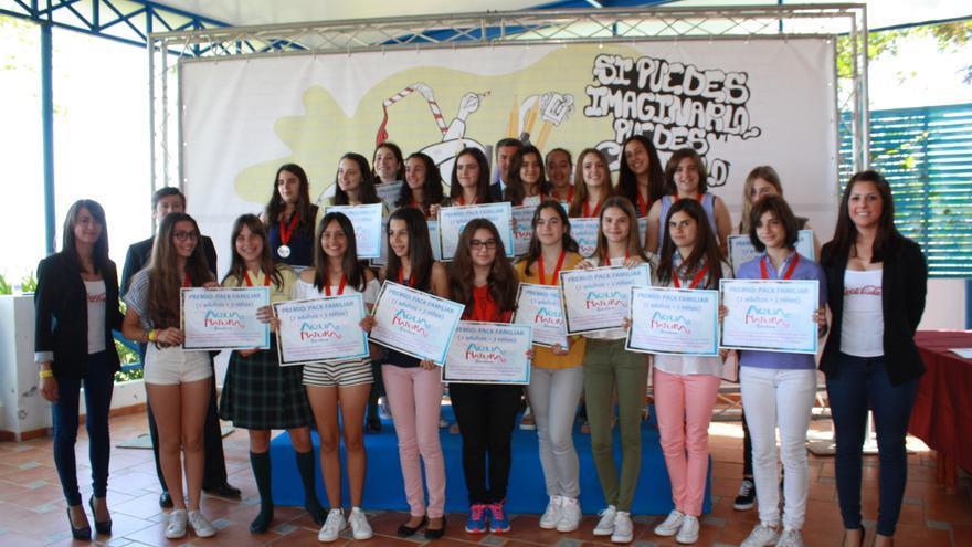 Los niños galardonados en el concurso de jóvenes talentos de relato corto