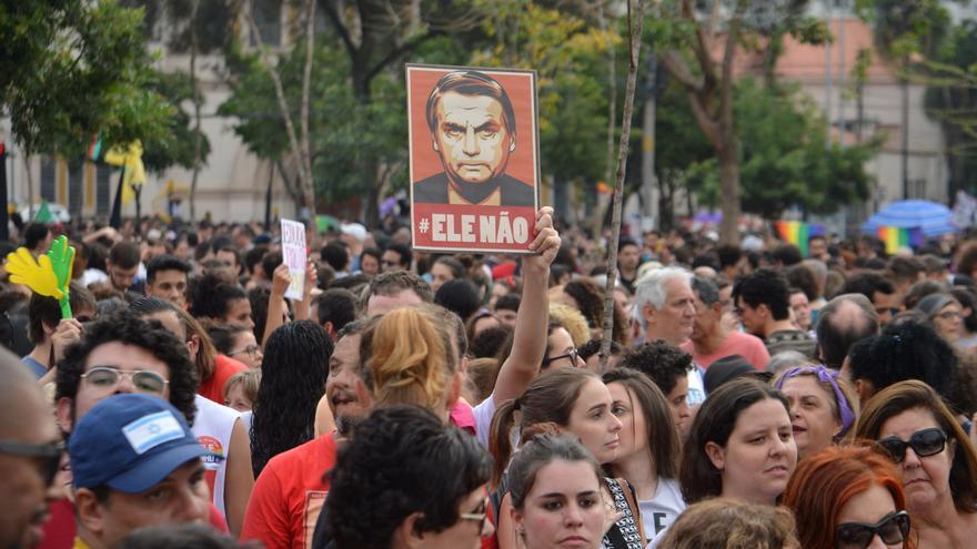 Los colectivos de mujeres que promueven la campaña feminista #EleNão