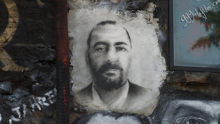 Un retrato del líder del Estado Islámico, Bakr al-Baghdadi.