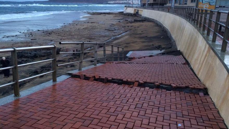 Accesos cerrados a la playa de Las Canteras. Foto: Ayuntamiento de Las Palmas de Gran Canaria