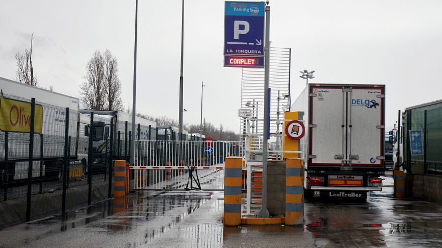 Francia no exigirá un test PCR a los camioneros que entren en su territorio