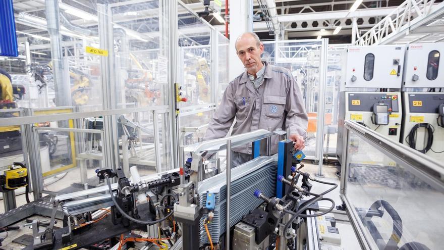 Una idea para optimizar la alimentación de piezas de un robot de Chapistería, premiada en Volkswagen Navarra