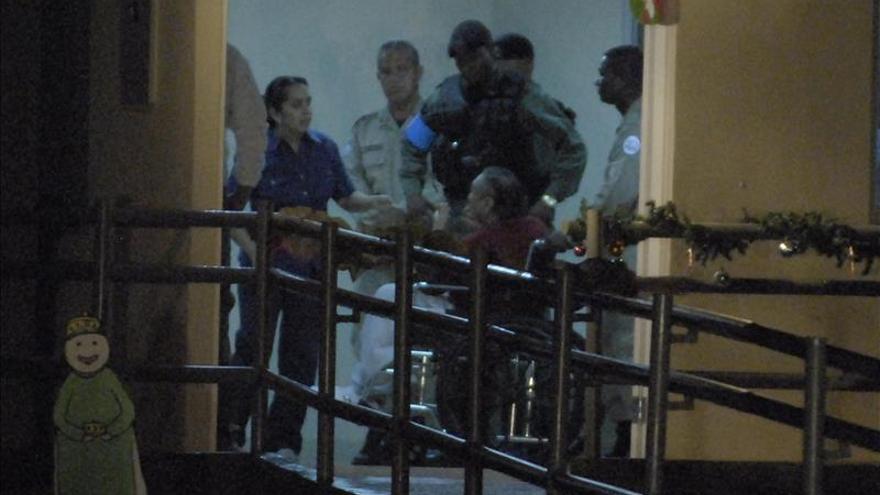 El exdictador Noriega es revisado por médicos en hospital estatal de Panamá