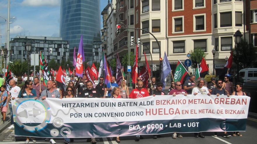 """Trabajadores del metal denuncian en Bilbao las """"insuficientes"""" propuestas de la FVEM para lograr un convenio """"digno"""""""