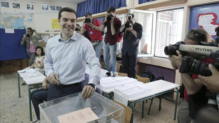 Tsipras al votar en su colegio electoral.