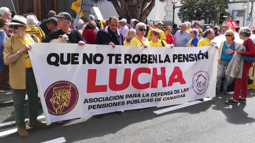 Pancarta central de la concentración de este lunes en Santa Cruz