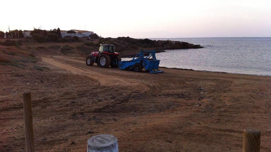 Uso de maquinaria pesada en las playas de Cartagena.