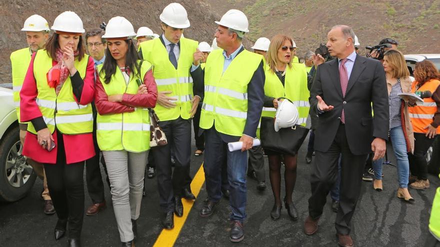 Autoridades en la visita al túnel de La Aldea. (ALEJANDRO RAMOS)
