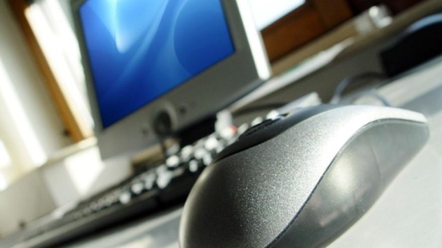 Los vascos gastaron el año pasado 2.492 euros de media en compras por Internet, un 19% más que la media