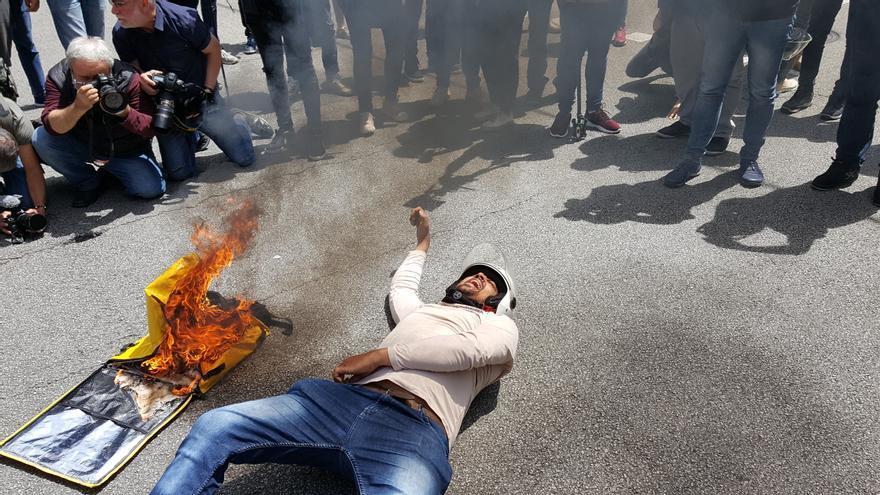 Un trabajador protesta por la muerte de un 'rider' de Glovo el pasado 25 de mayo en Barcelona