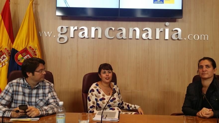 La consejera de Industria, Comercio y Artesanía del Cabildo de Gran Canaria, Minerva Alonso, presenta el detalle de las partidas económicas correspondientes a su departamento y a la FEDAC, así como las principales líneas de actuación en 2016.