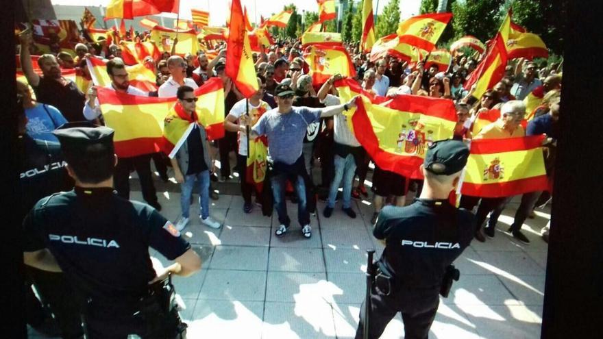 Ultras a las puertas de la concentración. Foto: Eduardo Santos (Podemos)