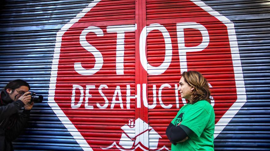 Ada Colau, portavoz de la Platataforma de Afectados por la Hipoteca (PAH), ante el local del colectivo en Barcelona / Carmen Secanella