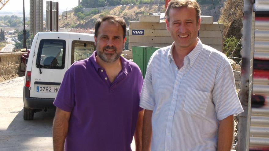 Javier Mateo con Aurelio San Emterio, concejal de Izquierda Unida en Toledo