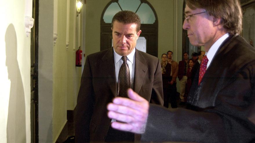 Ismael Álvarez acude a declarar como acusado en 2002 como acusado de un delito sexual. Foto: Federico Vélez, Efe.