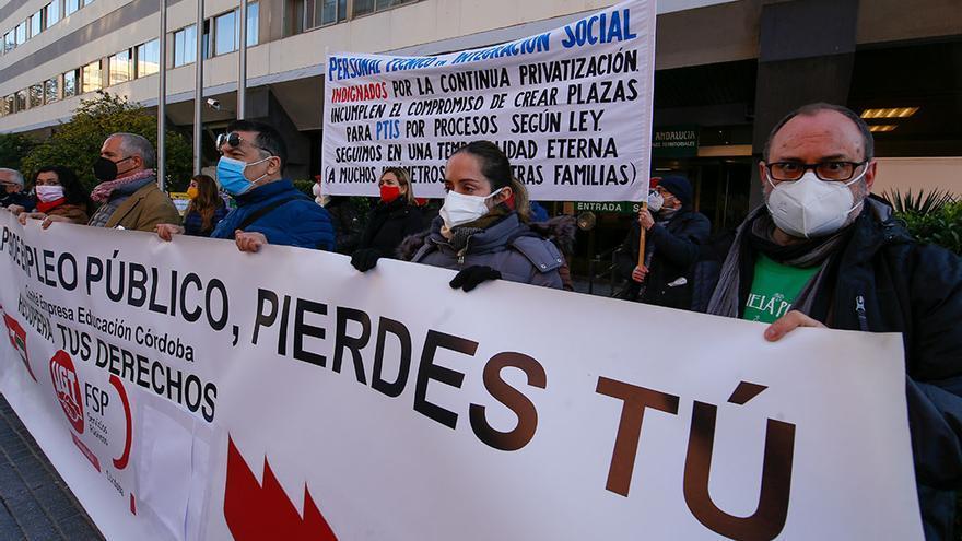 Personal de lengua de signos y apoyo escolar denuncia ante la Junta la privatización de estos servicios educativos