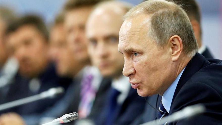 Putin dice a los inversores que Rusia no restringirá la circulación de capitales