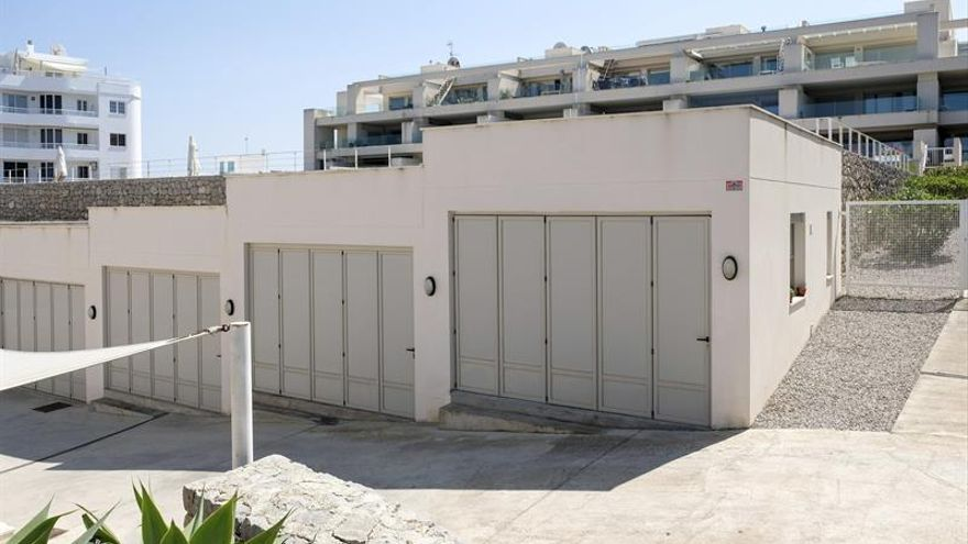Desde policías a botones, nadie encuentra casa este verano en Baleares