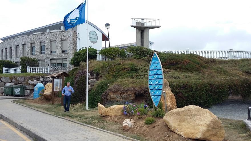 La bandera azul ondea en las playas de El Sable y Los Locos