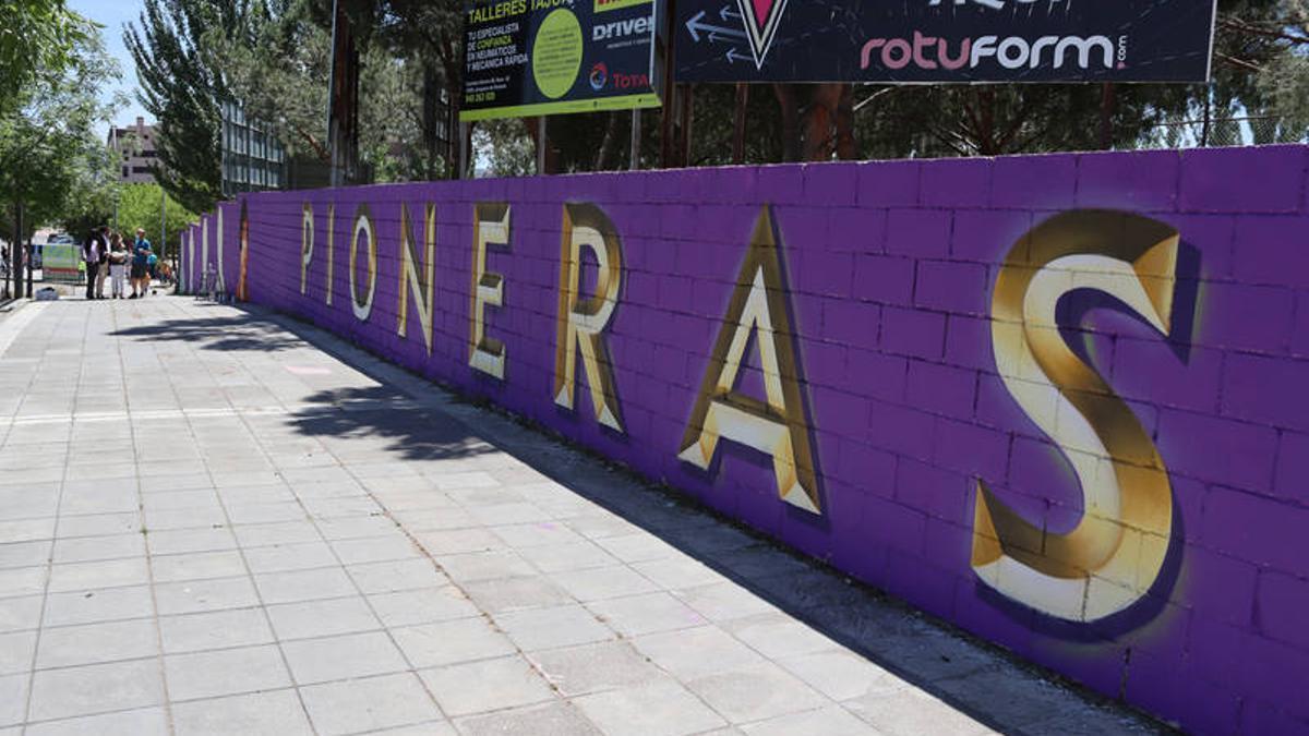 """Parte del mural """"Mujeres Pioneras' en Azuqueca de Henares (Guadalajara)"""