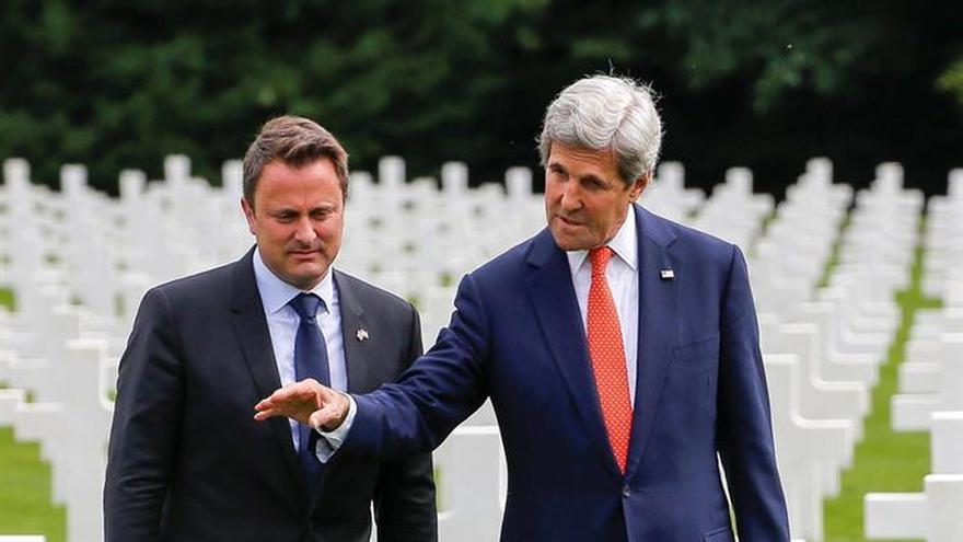 Kerry concluye su visita a Luxemburgo con un homenaje a los caídos en el cementerio de Hamm