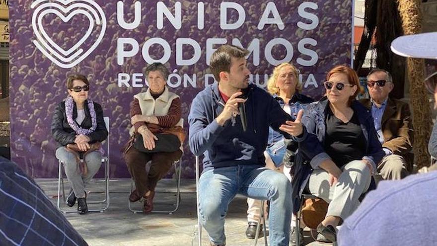 El diputado Javier Sánchez Serna, este sábado en una asamblea en Cartagena