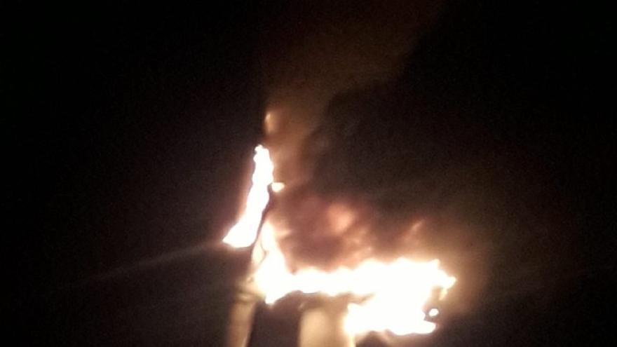 Incendio de un aerogenerador en Arinaga.
