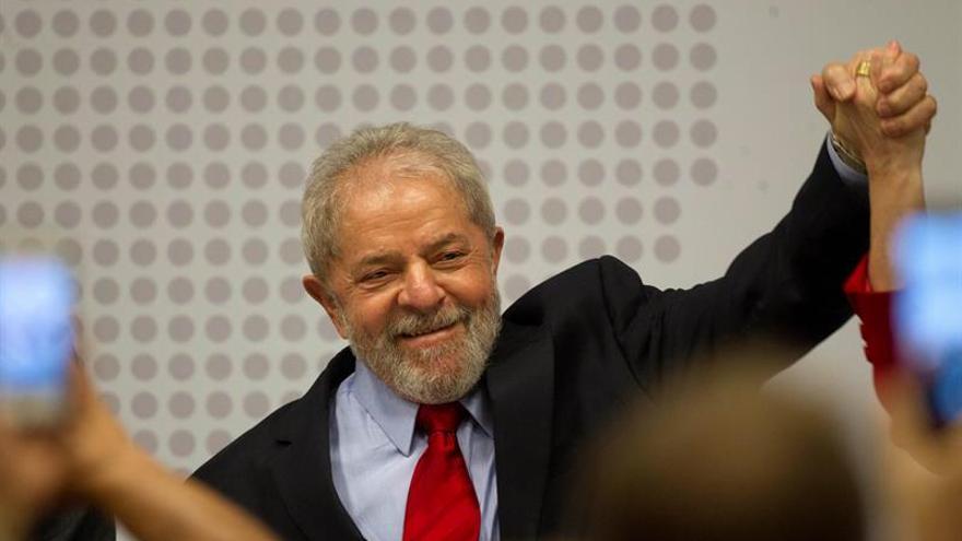 Lula sale del sindicato metalúrgico por primera vez en dos días