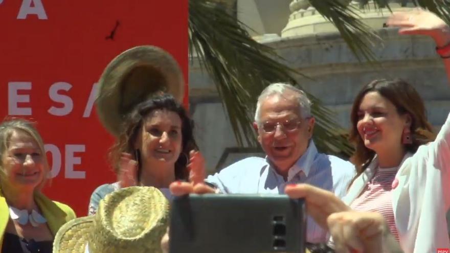 Inmaculada Rodríguez Piñero, Mercedes Caballero, Josep Borrell y Sandra Gómez, en el mitin de Valencia.