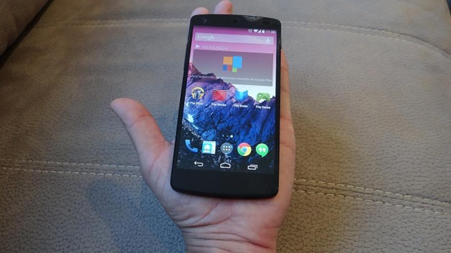 Nexus 5 en la palma de la mano