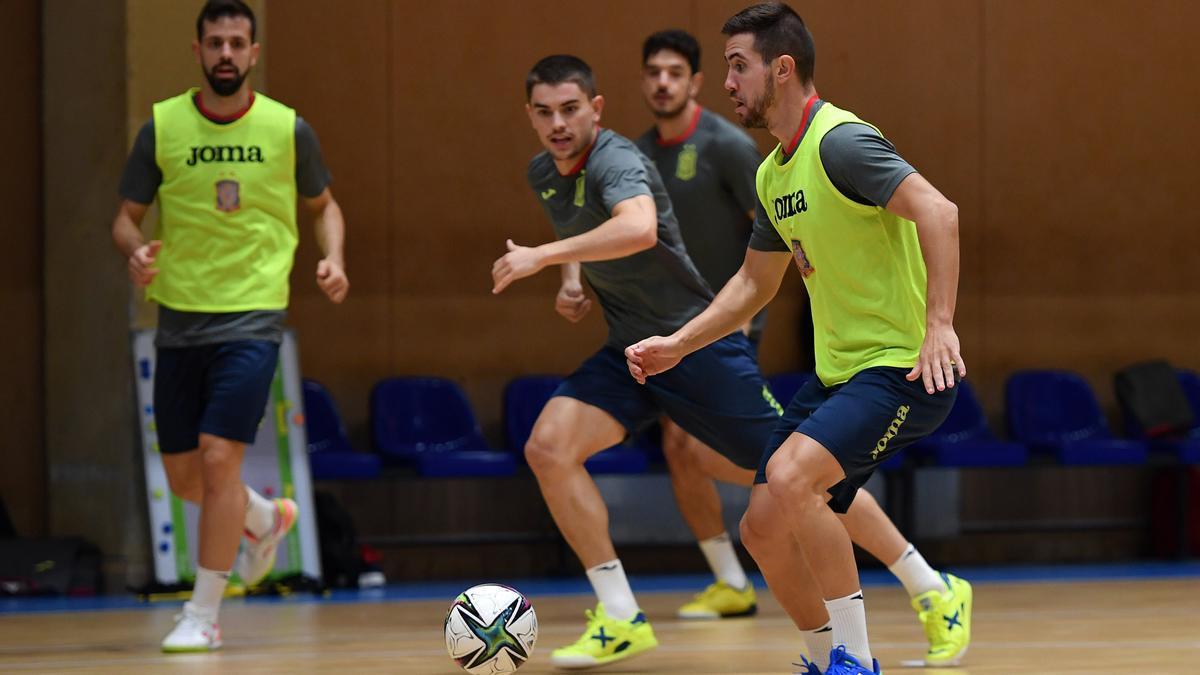 Bebe en un entrenamiento con la selección española