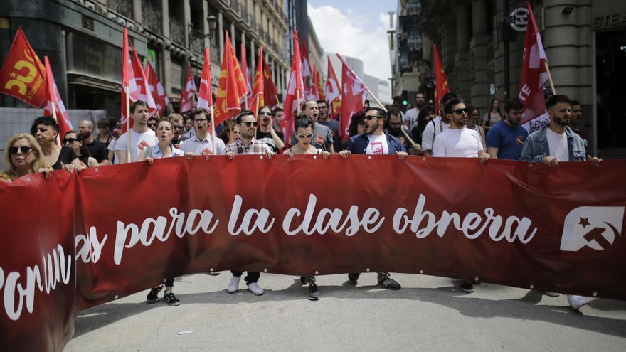 Pancarta de Colectivos de Jóvenes Comunistas en la marcha del Primero de Mayo en Madrid.