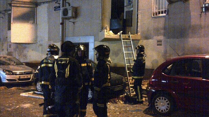 La explosión de un aerosol causa daños importantes en dos viviendas en Madrid