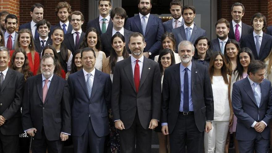 El Príncipe, con los alumnos de los cursos internacionales de la Pontificia