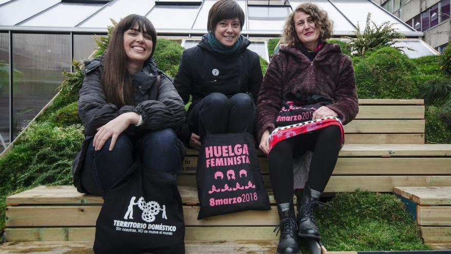 Sara Ferreiro Lago, Amaia Pérez Orozco y Valentina Longo. FOTO: David Conde